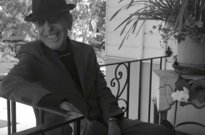 Ο Cohen πιο Έλληνας από ποτέ σε ένα μοναδικό video που το μπουζούκι σε ταξιδεύει