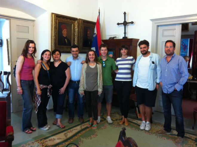 Ξένοι δημοσιογράφοι επισκέπτονται την Ύδρα και γράφουν για τις ομορφιές της