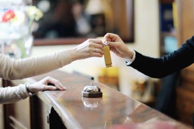 Απώλειες €350 εκατ. ανακοινώνουν τα ξενοδοχεία Αθήνας και Θεσσαλονίκης στο εξάμηνο του έτους