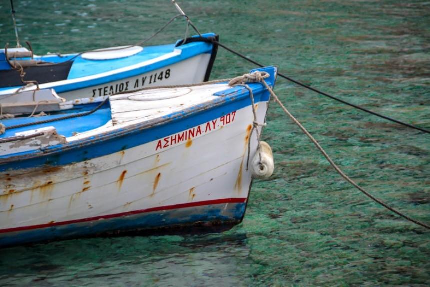 Δυο πλώρες ανταμώνουν στα καταπράσινα νερά της Ύδρας