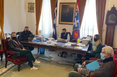 Την Ύδρα  επισκέφτηκε η Αντιπεριφερειάρχης Νήσων Βάσω Μπόγρη. Συναντήθηκε με τον Δήμαρχο Γ. Κουκουδάκη