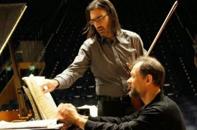 Λεωνίδας Καβάκος και Enrico Pace σε δυο μέρες στη φιλανθρωπική συναυλία στην Ύδρα