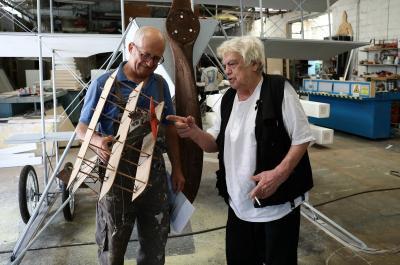 Αναδρομική Έκθεση : ΤΑ ΠΑΙΧΝΙΔΙΑ ΤΗΣ ΖΩΗΣ ΜΑΣ - Το μυστικό εργαστήρι του Νίκου Στεφάνου τον Αύγουστο στην Ύδρα