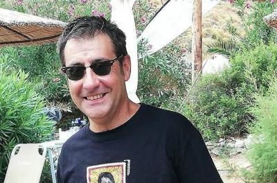 Στιγμές χαλάρωσης στην Ύδρα για τον Ορέστη Ανδρεαδάκη