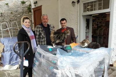 """Γ. Κουκουδάκης:  Eυχαριστίες στον Α. Καλαματιανάκη και τα μέλη της """"Υδραϊκής Κιβωτού"""" για τις υπηρεσίες τους στα αδέσποτα"""