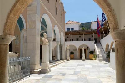 Την Πέμπτη  24 Ιουνίου θα τελεστεί στον Καθεδρικό Ναό Ύδρας Θ. Λειτουργία για την γιορτή του Γενεθλίου του Τιμίου Προδρόμου