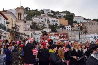 Κέφι, γλέντι και ξεφάντωμα στο Καρναβάλι της Ύδρας