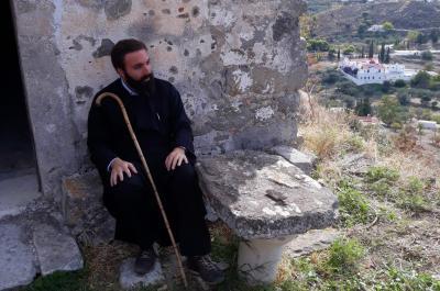Ο Πρωτοσύγκελλος  της Ι. Μητρόπολης Ύδρας Αρχιμ. Νεκτάριος Δαρδανός επισκέφτηκε την Παλαιά Χώρα της Αίγινας