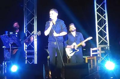 Mε μεγάλη επιτυχία η συναυλία του Μιχάλη Χατζηγιάννη στην Ύδρα