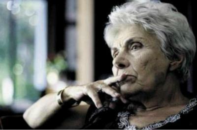 H Ακαδημία Αθηνών για την απώλεια της κορυφαίας ποιήτριας και ακαδημαϊκού Κικής Δημουλά