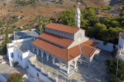 Στον Ιερό Ναό του Πολιούχου Αγ. Κωνσταντίνου η σημερινή ιερά παράκληση από τον Αρχιμανδρίτη π. Θ. Θεοδοσίου