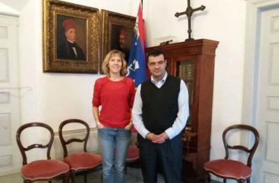Συνάντηση Δημάρχου με γερμανίδα δημοσιογράφο με σκοπό τη σύνταξη εκτεταμένου αφιερώματος για την Ύδρα
