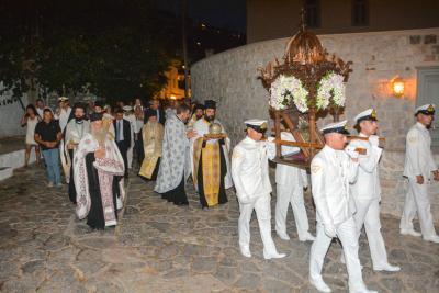 Σε κλίμα κατάνυξης η λιτάνευση της ιερής εικόνας της Παναγίας Φανερωμένης στην Ύδρα