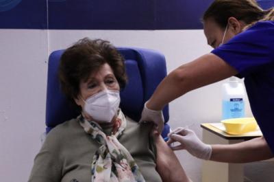 Από αύριο  στις 6:00 το απόγευμα ανοίγουν τα ραντεβού για εμβολιασμό ανθρώπων ηλικίας 80-84 ετών