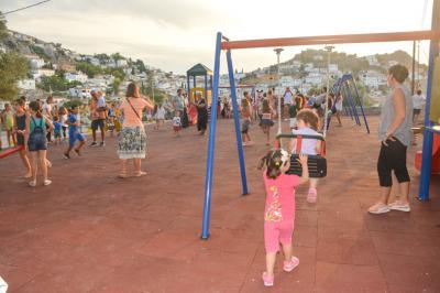 Παραδόθηκε στα παιδιά της Ύδρας η σύγχρονη παιδική χαρά και ο υπαίθριος αθλητικός χώρος