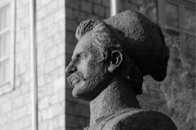 Όταν ο Αντώνης Οικονόμου δικαιώθηκε. Ο Χρήστος Χριστοδούλου ανέσυρε από την αφάνεια τον αγωνιστή και ήρωα της Ύδρας