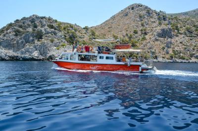 Εξερευνήστε την Ύδρα κάνοντας τον γύρο του νησιού με την ημερήσια κρουαζιέρα -Video