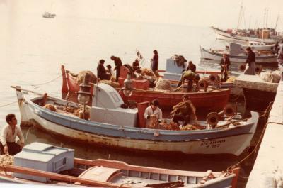 Πρόσκληση σε συνέντευξη τύπου για το ισχυρό πλήγμα από την καταστροφή των ξύλινων αλιευτικών σκαφών