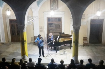 Καθήλωσαν το κοινό ο δεξιοτέχνης βιολονίστας Λεωνίδας Καβάκος και ο Enrico Pace