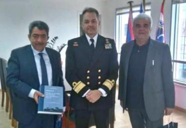 Eθιμοτυπική επίσκεψη του Νέου Διοικητή της Σχολής Ναυτικών Δοκίμων στους Αντιπεριφερειάρχες Πειραιά και Νησιών