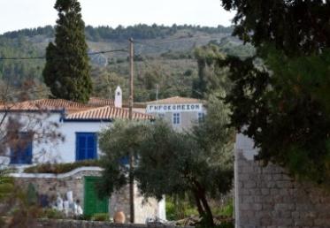 Η Αδελφότης Υδραίων Αθηνών παίρνει θέση για το «Γηροκομείο»