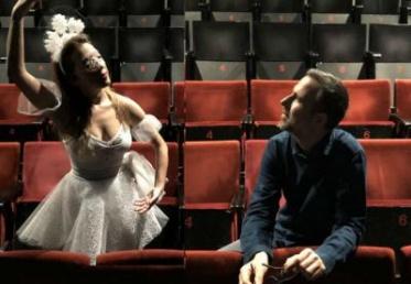 Ο Χρήστος Δασκαλάκης και η Νάντια Συρίου, ο συγγραφέας και η χιονονιφάδα του, μας μιλούν αποκλειστικά και μας ταξιδεύουν...