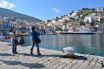 Ηλιόλουστη ανάπαυλα του καιρού δίνει στους τουρίστες στιγμές χαράς